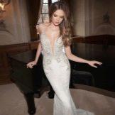 Свадебное платье с глубоким декольте от Berta Bridal