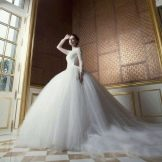 Бальное свадебное платье со шлейфом