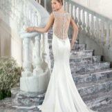 Свадебное платье с открытой спиной от Demetrios Bridals