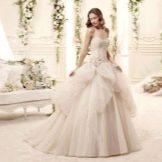 Пышное свадебное платье многоярусное