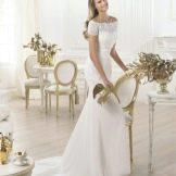Свадебное платье из коллекции FASHION от Проновиас с кружевом