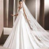 Свадебное платье от La Sposa с глубоким декольте