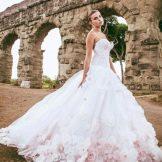 Свадебное платье от alessandro angelozzi с цветами