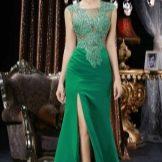 Зеленое полупрозрачное вечернее платье