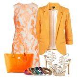 Бело-персиковое платье с оранжевой сумкой