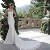 Платье со шлейфом весеннее белое