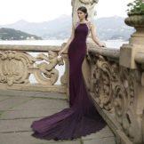 Платье со шлейфом с американской проймой