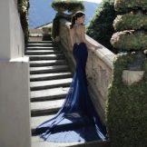 Платье с открытой спиной и со шлейфом