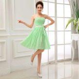Салатовое платье для девушек цветотипа весна