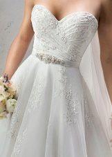 Вышивка на тюле свадебного платья