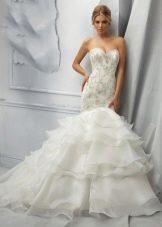 Свадебное платье русалка с горизонтальными оборками шлейфа