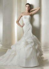 Свадебное платье русалка с оборками на шлейфе