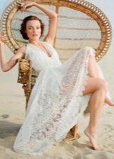 Свадебное платье с рюшами для пляжной церемонии