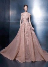 Вечернее платье А-силуэта с цветочной аппликацией