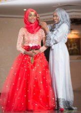Нежно красное свадебное мусульманское платье