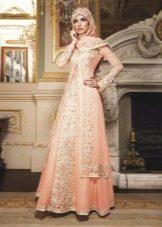 Свадебное мусульманское платье с национальными узорами