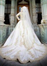 Свадебное мусульманское платье с вышивкой