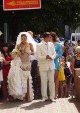 Свадебное откровенное платье в виде нижнего белья и шлейфа