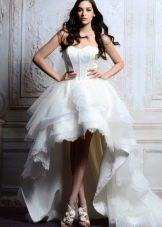 Короткое свадебное платье пышное с длинным шлейфом
