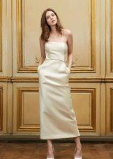 Свадебное платье- футляр средней длины