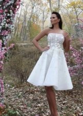 Свадебное пышное платье миди
