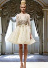 Свадебное платье короткое с кружевной аппликацией