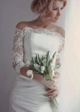 Свадебное платье короткое с ажурными рукавами