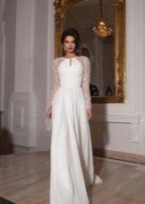 Прямое свадебное платье с длинными кружевными рукавами