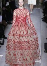 Свадебное платье в русском стиле с вышивкой по всему платью