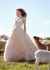 Свадебное платье с вышивкой в стиле рустик