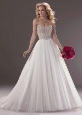 Свадебное платье пышное с украшенным корсетом