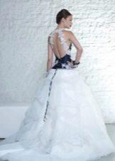 Свадебное платье со шлейфом с синим корсетом