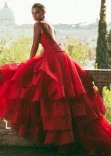 Красное пышное свадебное платье со шлейфом