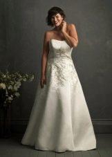 Вышивка на свадебном платье для полных