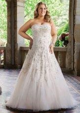 Свадебное платье для полных, украшенное бусинками