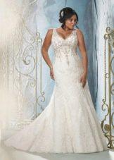 Свадебное платье для полных кружевное со стразами