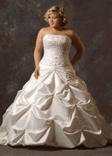Свадебное платье для полных невест с корсетом