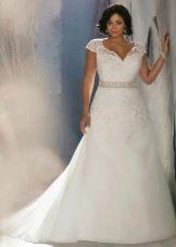 Свадебное платье для полных А-силуэта с закрытыми плечами
