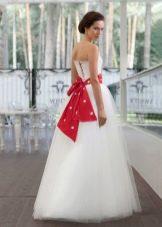 Свадебное  платье с красным поясом Edelweis Fashion Group