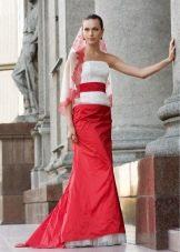 Свадебное платье с красной юбкой и поясом от Edelweis Fashion Group