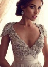 Свадебное платье ампир с расшитым камнями лифом