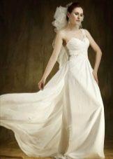 Свадебное платье с одной бретелью в стиле ампир