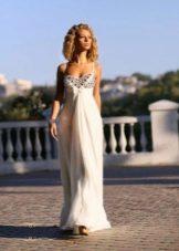 Свадебное платье в стиле ампир с тонкими бретелями