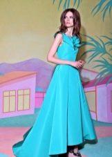 Бирюзовое платье короткое спереди, длинное сзади