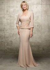Бежевое платье для женщин 50 лет