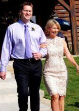 Кружевное платье футляр для мамы жениха