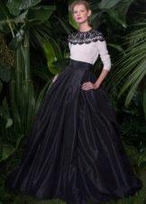 Вечернее платье в пол с рукавами от Дольче и Габбана