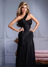 Вечернее платье в греческом стиле с драпировкой на лифе