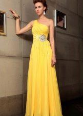Вечернее платье в греческом стиле желтое