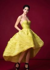Короткое желтое платье короткое спереди, длинное сзади